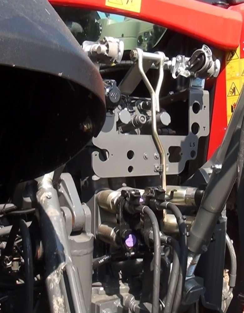 ciągnik rolniczy Massey Ferguson 7499 z pługiem obrotowym Gregoire Besson przed firmą korbanek