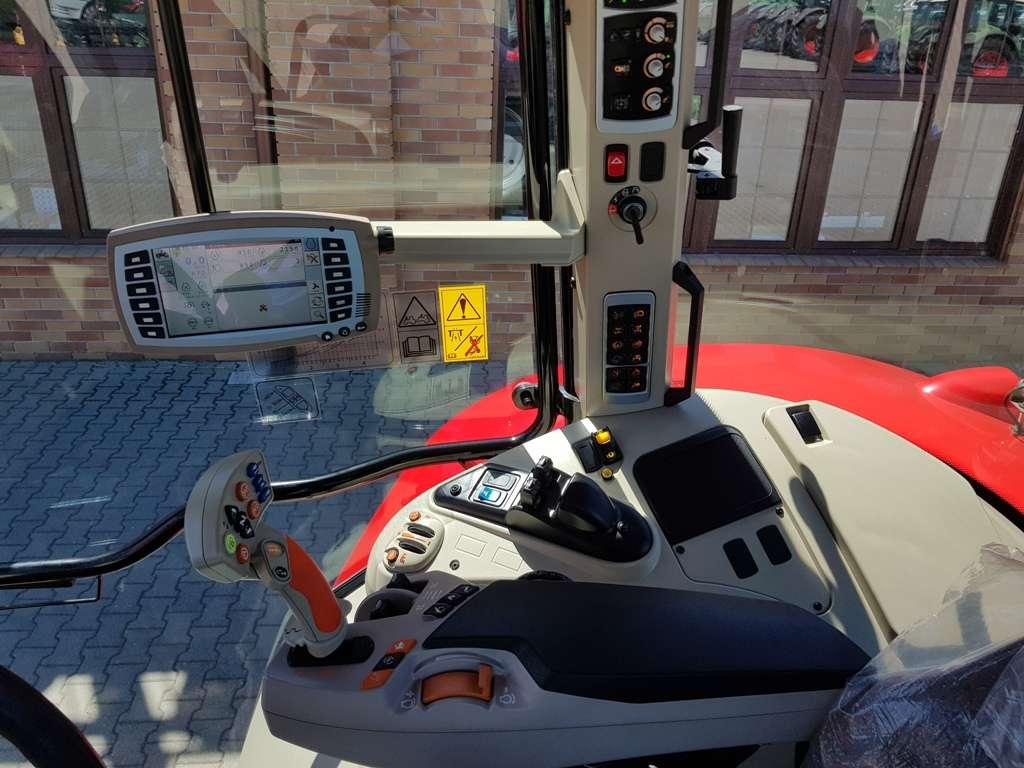 wyposażenie wersji Essential ciągnika Massej Ferguson panel obsługi prawy