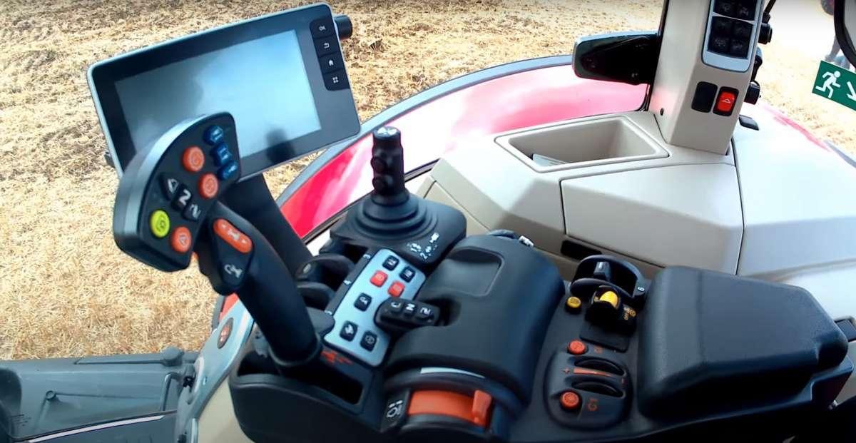 Panel sterowania, joystick i całkowita kontrola w Massey Ferguson 8700
