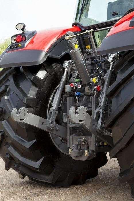 solidny przedni oraz tylny podnośnik w ciągnikach Massey Ferguson