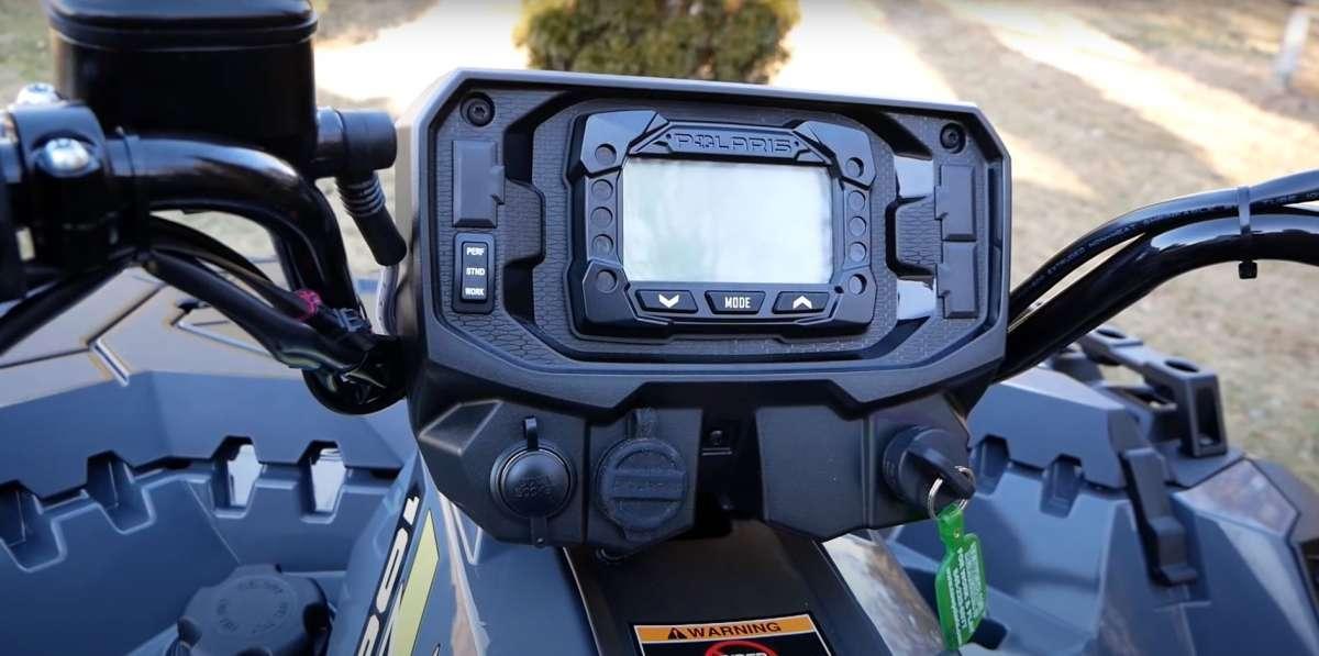 Kierownica z systemem EPS w Polaris Sportsman xp 1000 BLACK