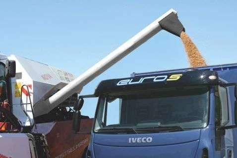 zbiornik o pojemności 4500 l i szybki wyładunek ziarna na ywsokość 4 m kombajnu Nova 330