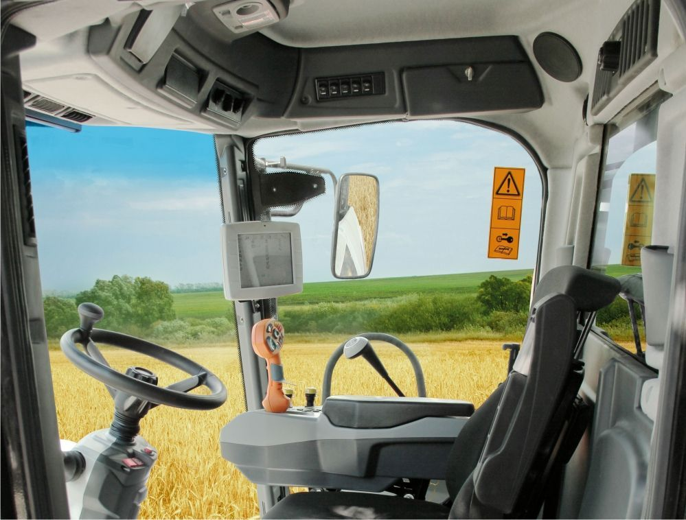 komfortowa przestronna wygodna cicha kabina kombajnu Rostselmash Vector 425