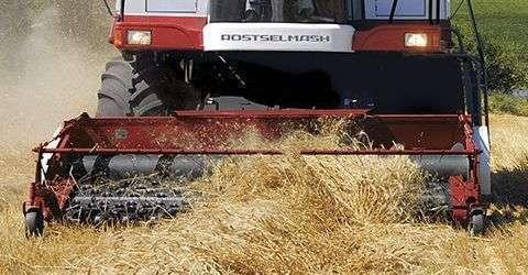 podbieracz pokosu do omłotu podsuszonego materiału w kombajnie Rostselmash Vector 425