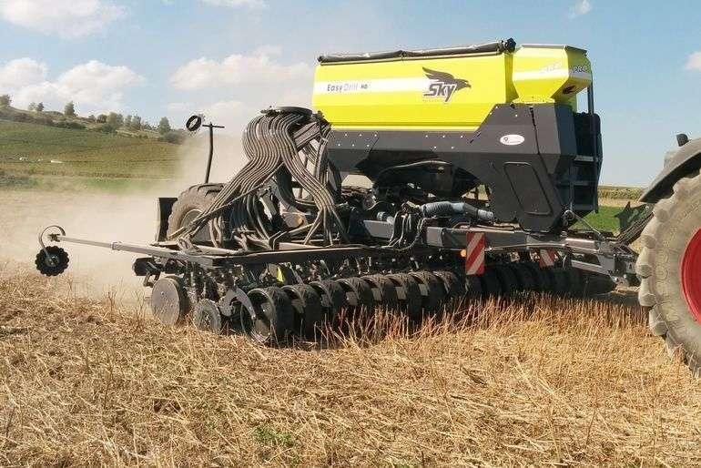 Bezpośredni wysiew ziarna w ściernisko. Duży docisk sekcji wysiewających do 250 kg/h.