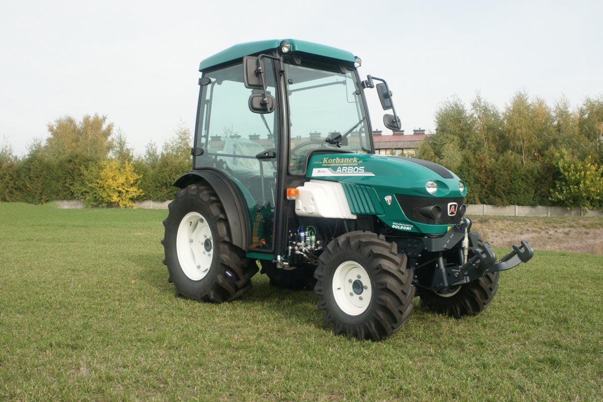 Specjalistyczny ciągnik arbos 3050 dostępny na placu w Tarnowie Podgórnym u korbanka